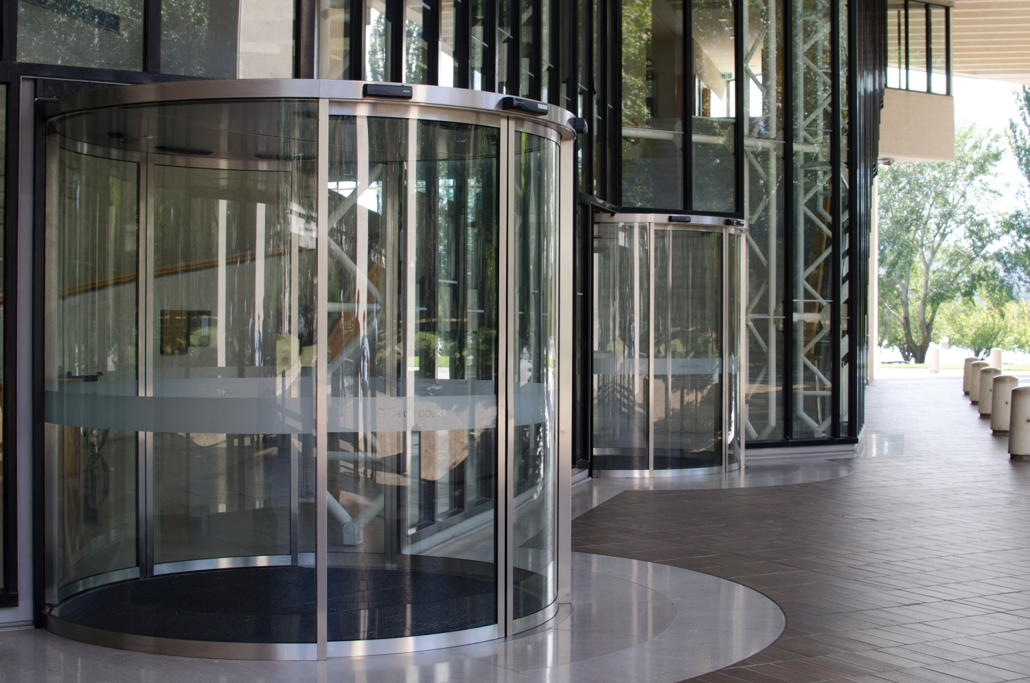 GEZE_Curved-Automatic-Sliding-Door_High-Court-of-Australia_Progressive-Controls_2016